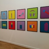 Michael Craig-Martin - Objects of our time- Installation view 2, 2014, Serie von 12 Siebdrucken auf Somerset Satin-Papier